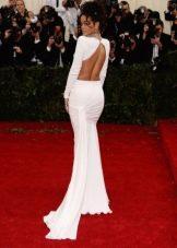 Длинное платье с глубоким вырезом на спине