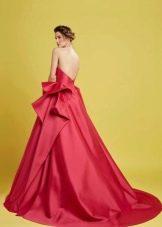 Платье с открытой спиной А-силуэта в пол