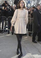 Короткое платье в стиле 60-х