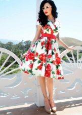 Платье с пышной юбкой в стиле 60-х