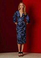 Приталенное прямое платье цветное