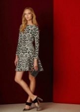 Приталенное  платье цветное