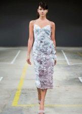 Приталенное прямое платье