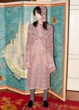 Приталенное  платье вязаное  спицами