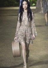 Приталенное  платье кружевное короткое