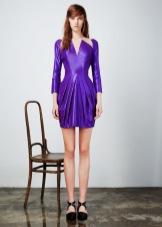 Приталенное прямое платье с драпировкой