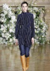 Зимнее платье-свитер с сапогами