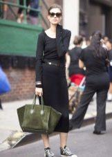 Аксессуары к черному платью с рукавом