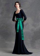 Зеленый пояс к черному платью