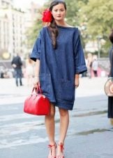 Красная обувь и сумка к короткому платью