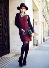 Черные колготы к красному платью