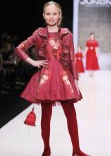 Пышное платье а-силуэта с пиджаком красное