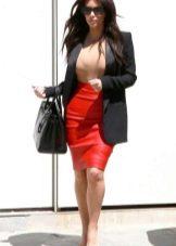 Красная кожаная юбка карандаш с пиджаком