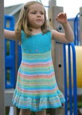 Летнее вязаное платье для девочек