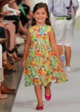 Летнее цветастое платье для девочки