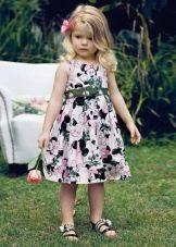 Летнее платье для девочки с цветочным принтом