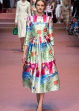 Модное платье сезона осень-зима 2016 года с необычным принтом