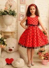 Нарядное платье а-силуэта в горох для девочки