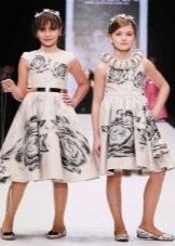 Нарядное платье для девочки а-силуэта с цветочным принтом
