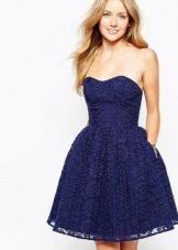 темно-синее платье из органзы с вышивкой