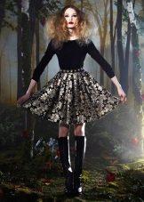 черное платье с юькой из парчи
