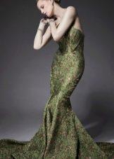 платье-русалка из зеленой парчи