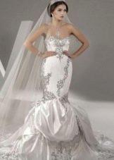 сересбристое свадебное платье из парчи