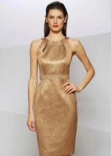 золотистое платье-футляр