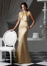 золотистое платье из сатина в пол