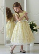 Золотое пышное платье на выпускной 4 класс