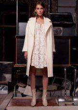 пальто к белому кружевному платью короткому