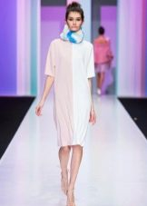 Шейный платочек к белому платью