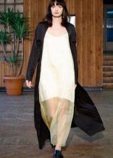 Пальто к белому платью в пол
