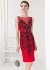 Сумочка к красному платью-футляру