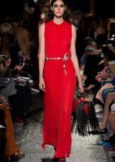 Красная сумка к красному платью-футляру