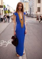Ожерелье к синему платью-футляру