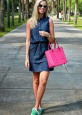 Сумка к джинсовому платью-рубашке