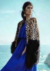 Меховое пальто к синему платью