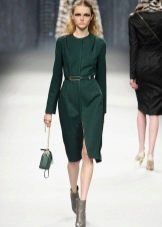 Серые ботинки к зеленому платью