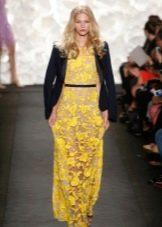 Кожаная куртка к желтому платью