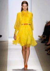 оранжевый пояс к желтому платью
