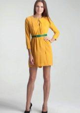 Зеленый пояс к желтому платью