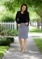 Трикотажная черно-белая юбка карандаш
