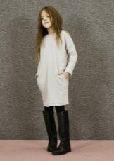 Трикотажное зимнее платье для девочки с рукавами