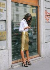 Босоножки под юбку карандаш с черным клатчем