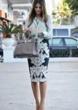Сумка и колье к юбке карандаш с блузкой