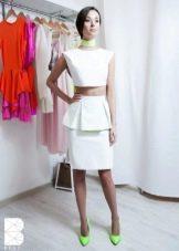 белая юбка-карандаш с воланом на поясе