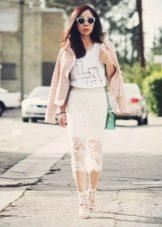 Длинная кружевная юбка карандаш - клубный образ