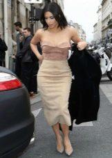 Длинная бархатная юбка карандаш в сочетание с корсетом - вечерний образ