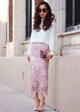 Длинная кружевная юбка карандаш - романтичный образ